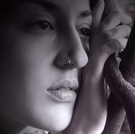 604px-Nostril_piercing