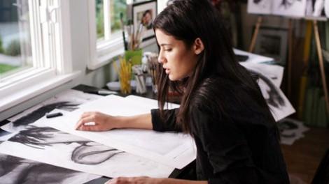 paris-at-her-art-table