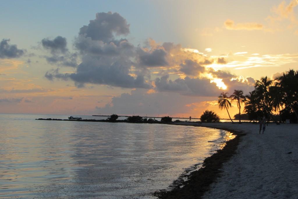 Auch im Pärchenurlaub kann man einen Sonnenuntergang alleine geniessen.