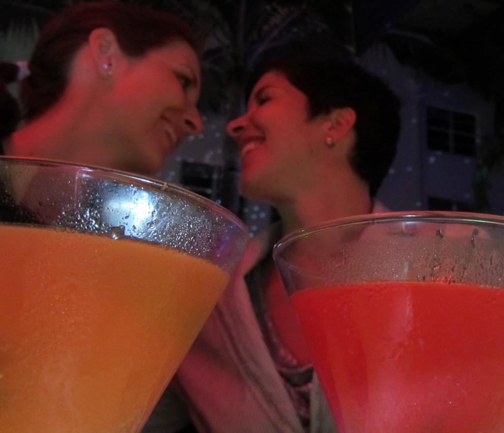 Das Team von Lesbian Chic wünscht euch einen wundervollen Pärchenurlaub, voller Entspannung und guter Laune, frei von Kummer und Sorgen!