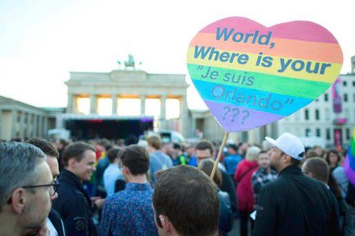 Eine Welle der Trauer, Bestürzung, Anteilnahme und Wut nach dem Massaker in Orlando, FL